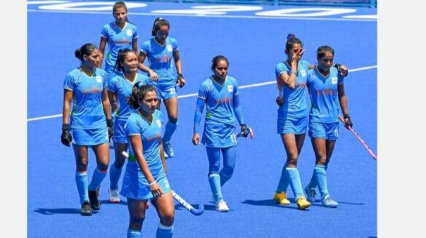 خاتون ہاکی ٹیم کی کھلاڑیوں نے ملک کے باشندوں کا دل جیت لیا:شیوراج
