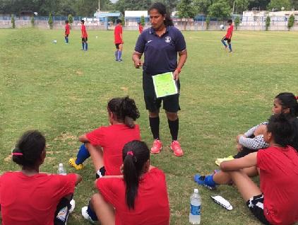 خواتین ٹیم کو کافی بہتری کی ضرورت: میمول