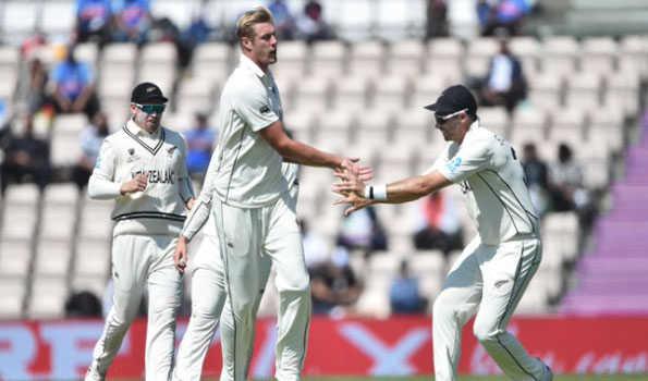 ہندوستان نے نیوزی لینڈ کو 249 پر سمیٹ دیا، دوسری پاری میں دو وکٹ کے نقصان پر 64