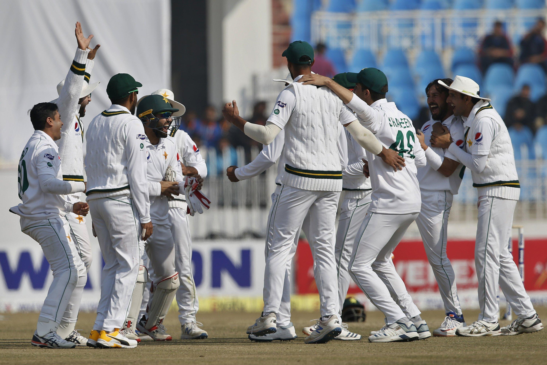 پاکستان نے بنگلہ دیش کو اننگز اور 44 رنز سے شکست دی