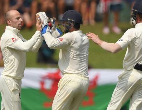 انگلینڈ اور سری لنکا میں جیت کے لیے چھڑی جنگ