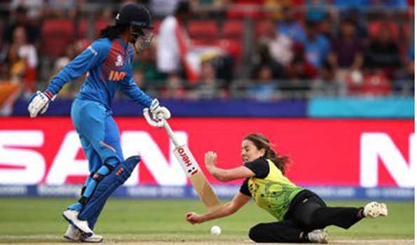 کرکٹ: پونم، شکھا کی زبردست گیند بازی سے ہندستان کی فتح