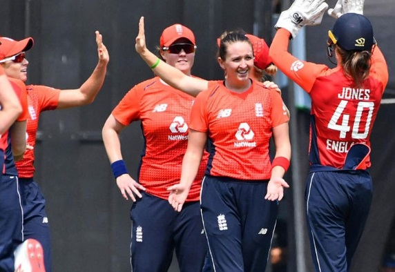 ہند-انگلینڈ: ہندوستان کی خواتین ٹیم صرف 1 رن سے ہاری، انگلینڈ سیریز کی 0-3 سے کلین سوئپ