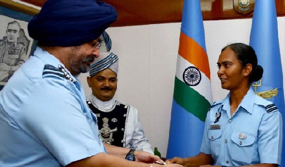 آئی اے ایف صدر نے ہندوستانی خاتون کرکٹر پانڈے کو دیا اعزاز