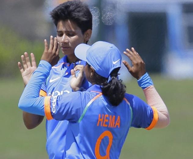 ویمن کرکٹ: مانسی نے سری لنکا کو 98 رنوں پر سمیٹا، سیمرتی نے کی جیت آسان