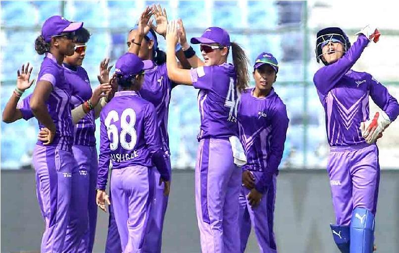 """ٹی 20 چیلنج: متالی راج کی ٹیم """"ٹیم velocity"""" نے 7 گیند پر گنوائے 5 وکٹ"""