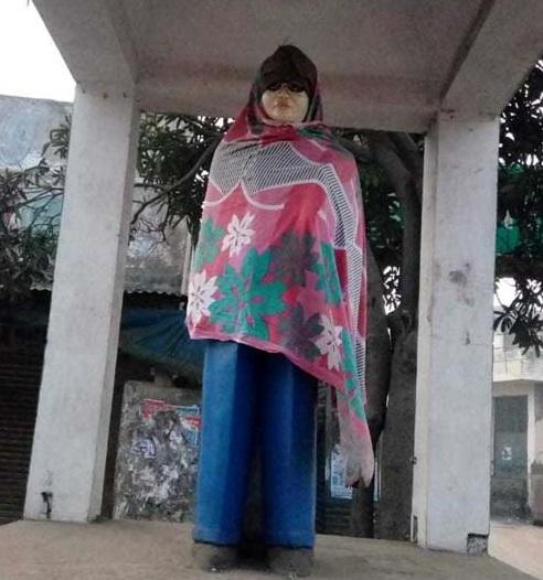 ٹھنڈ سے بچانے کے لیے ڈاکٹر امبیڈکر کے مجسمے کو کپڑے پہنائے، گرفتار ہوا شخص