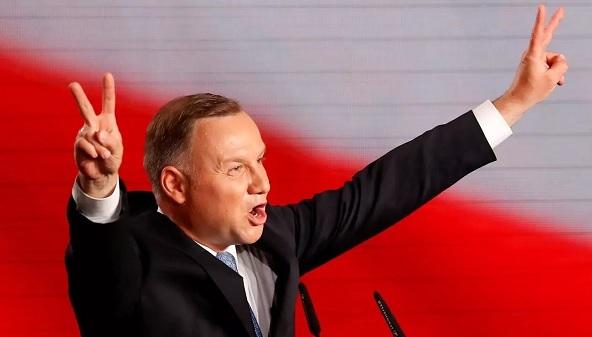 پولینڈ کے صدر آندریجیز ڈوڈا نے انتخابات میں کامیابی حاصل کی