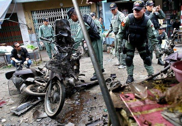 تھائی لینڈ کے مختلف سیاحتی مقامات پر ہونے والے دھماکوں میں چار افراد ہلاک ہوگئے ہیں۔
