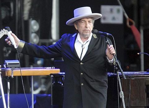 شاعر، گلوکار اور نغمہ نگار باب ڈیلن کو ادب کا نوبل انعام
