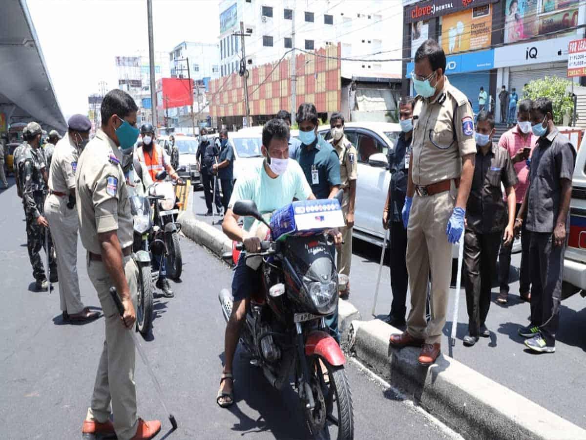 لاک ڈاون کی خلاف ورزی پر پولیس کمشنر سائبرآباد سجنار کا سخت انتباہ