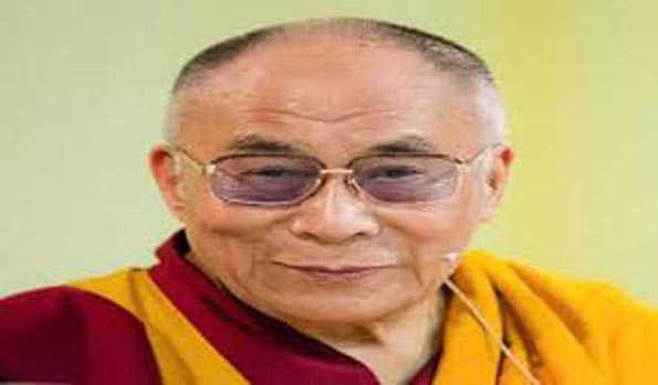تبتی مذہبی رہنما دلائی لامہ نے کورونا کا ٹیکہ لگوایا