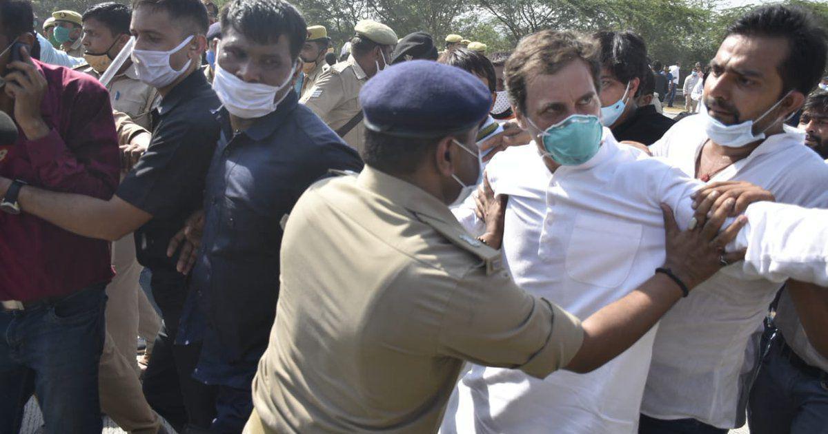 راہل گاندھی اور پرینکا گاندھی کی حمایت میں کلکتہ میں کانگریسی کارکنان کا احتجاج