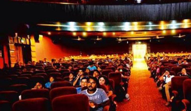 سنیما ہال 15 اکتوبر سے نصف صلاحیت کے ساتھ کھولنے کی اجازت