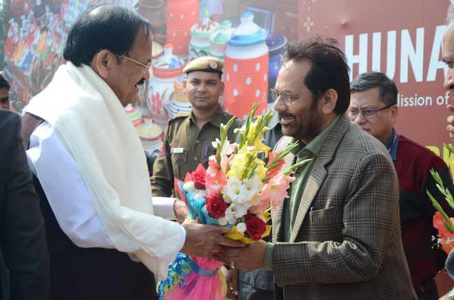 نائب صدر ونکیا نائیڈو نے دہلی میں ہنر ہاٹ کا دورہ کیا