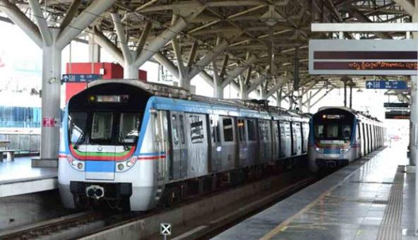 حیدرآباد میٹرو ریل پر سفر کریں اور انعامات جیتیں : ایل اینڈ ٹی