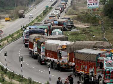 سری نگر۔ جموں اور سری نگر۔ لیہہ قومی شاہراہوں پر گاڑیوں کی آمدورفت معطل