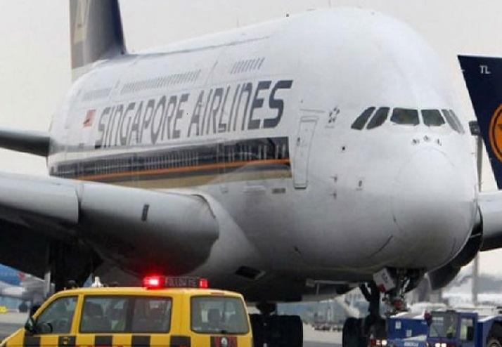 ممبئی سے سنگاپور سے جارہے جہاز کو راستے میں ملی بم کی اطلاع،،،