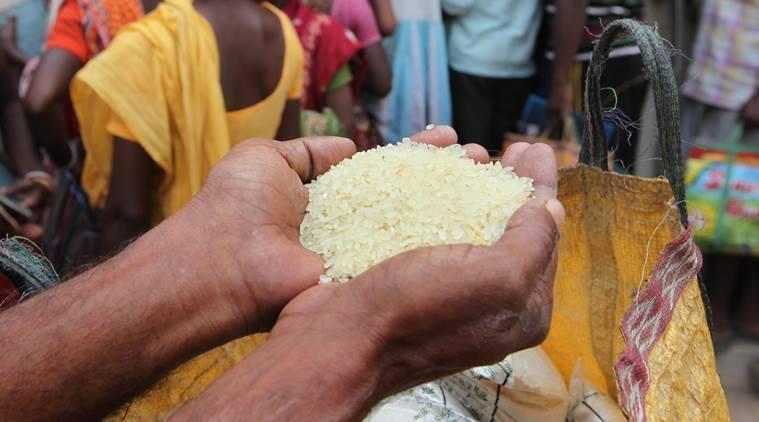 تلنگانہ میں راشن کارڈس رکھنے والوں میں مفت چاول کی تقسیم