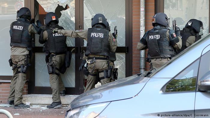 سلفی مسلمانوں کو نشانہ بنا کر جرمنی کی دس ریاستوں میں چھاپے