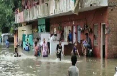 تیز بارش کے سبب گجرات میں مکان اور دیوار گرنے سے آٹھ افراد کی موت