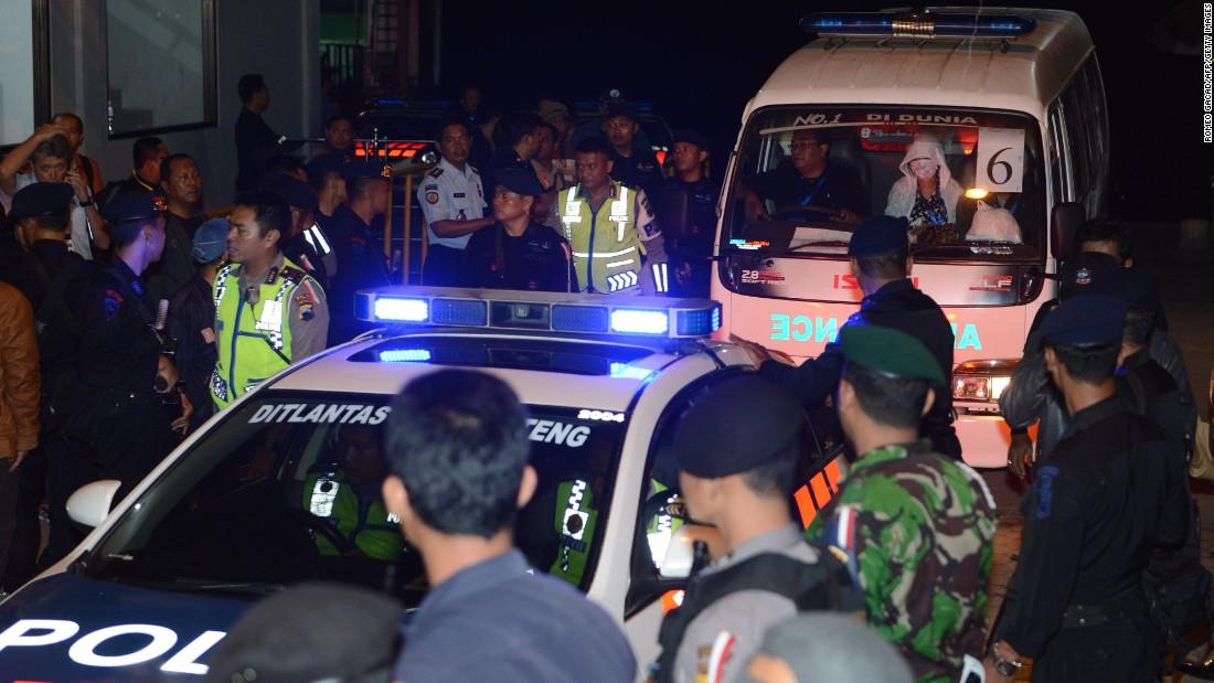 انڈونیشیا میں آئی ایس حملہ آور نے پولیس افسروں کو زخمی کیا