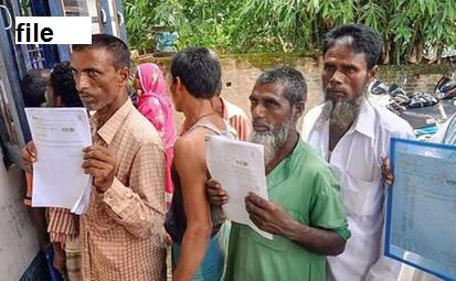 این آر سی کا خوف: مرشدآباد میں پوسٹ آفس کے باہر بڑی تعداد میں لوگوں کی بھیڑ