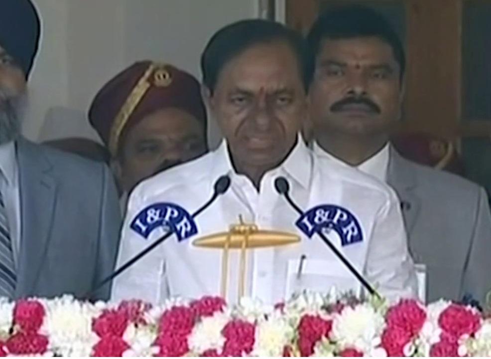کے سی آر نے نجومیوں کے بتائے وقت پر ہی لی تلنگانہ کے وزیراعظم عہدے کا حلف