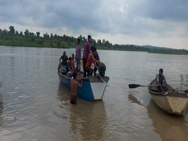 وردھا میں کشتی پلٹنے سے 11 افرادکے ڈوبنے کا خدشہ
