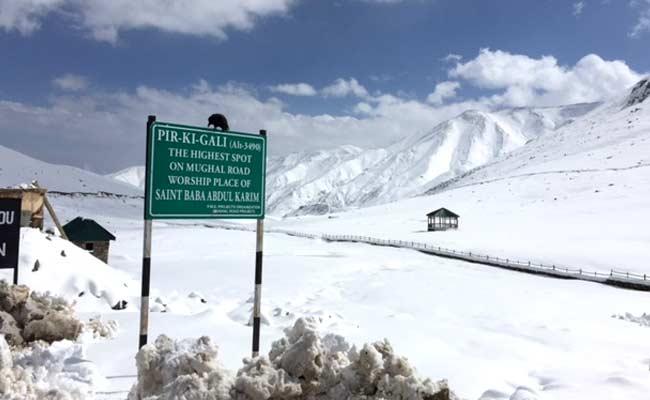 جموں و کشمیر میں مسلسل تیسرے دن برفباری