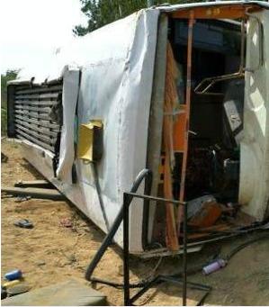 بھدوہی میں زیارت سے لوٹ رہی زائرین سے بھری بس حادثہ کا شکار، 22 زخمی