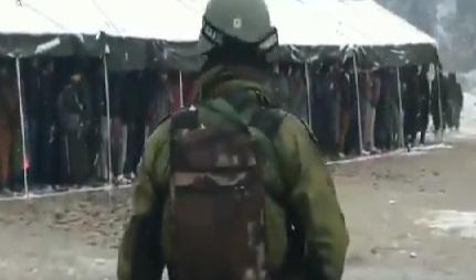 برفباری کے درمیان دو ہزار سے زائد کشمیری نوجوانوں نے فوج میں بھرتی ریلی میں لیا حصہ