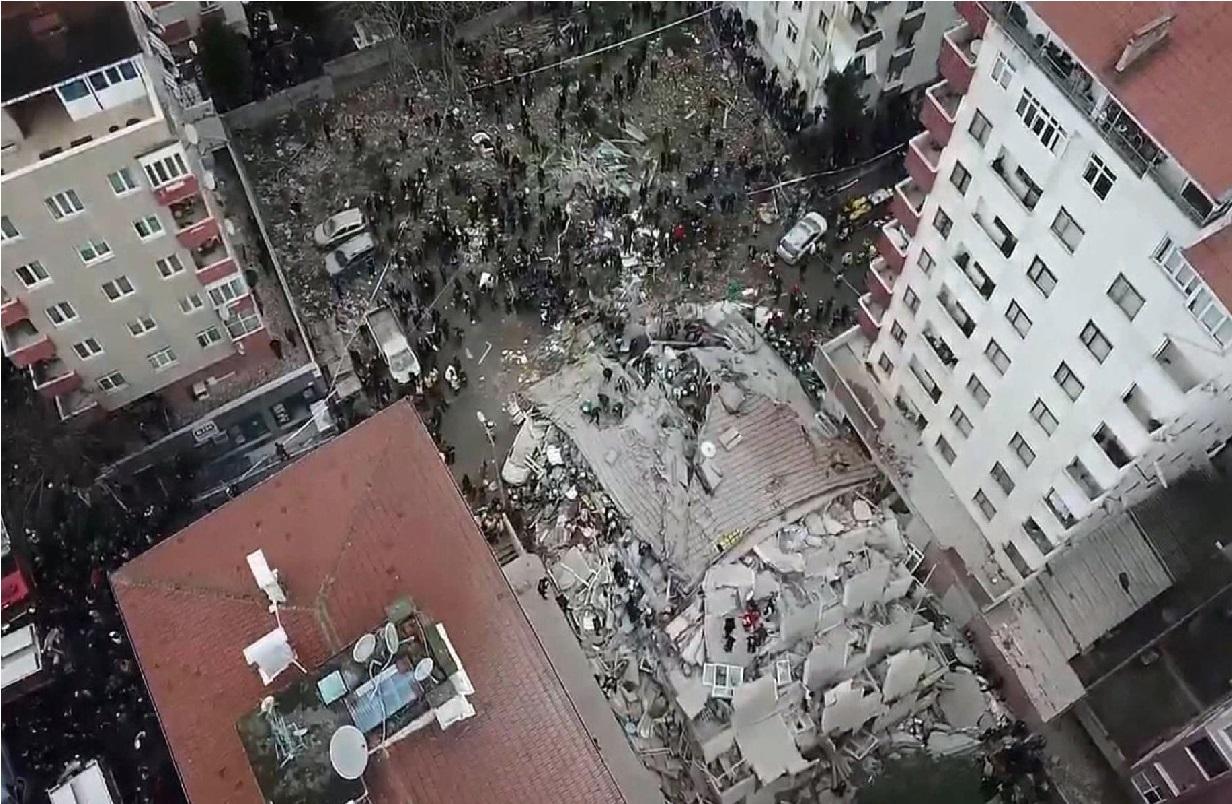 """ترکی میں آٹھ منزلہ عمارت منہدم ہوجانے سے تین لوگوں کی موت"""" 12زخمی"""