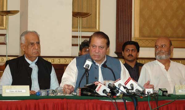 پاکستان کے وزیر اطلاعات کو اخبار میں خبر لیک کرنے کی وجہ سے ہٹایاگیا