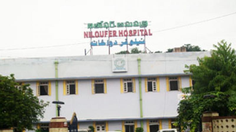 حیدرآباد:نیلوفر اسپتال کے آوٹ سورسنگ ملازمین کا احتجاج