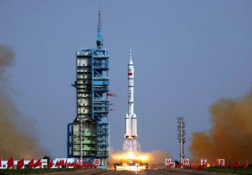 چین نے انسان بردار خلائی جہاز لانچ کیا