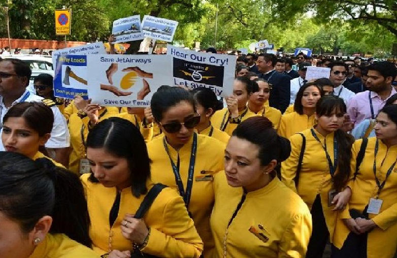 جیٹ ایئرویز کے ملازمین نے جنتر منتر پر کینڈل مارچ نکالا