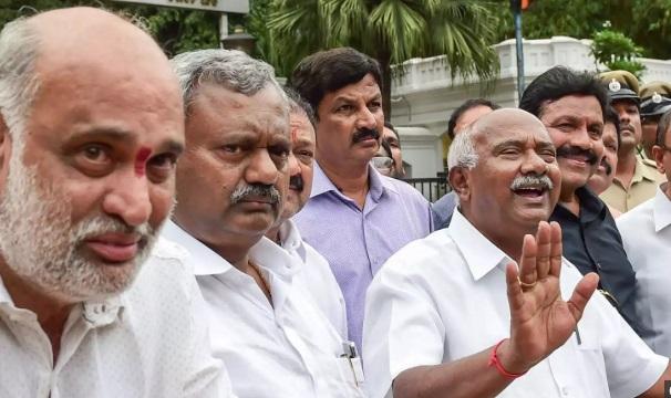 کرناٹک کانگریس کے 14 باغی اراکین اسمبلی کی شکایت