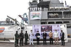 بحریہ کا ایروات میڈیکل آکسیجن لے کر انڈونیشیا پہنچا