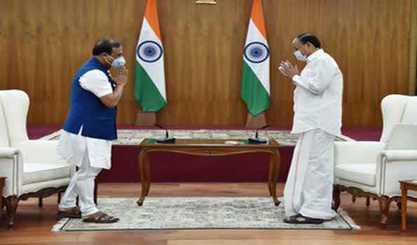 آسام کے وزیراعلیٰ کی نائب صدر سے ملاقات