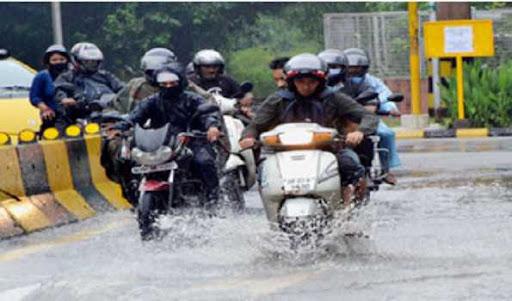دہلی-این سی آر میں موسلا دھار بارش ، آئی جی آئی ٹرمنل -3 میں پانی، پروازیں متاثر