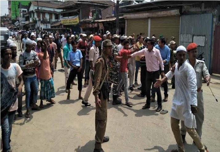 آسام میں فرقہ وارانہ تشدد: سڑک پر نماز پڑھنے کو لے کر شروع ہوا تنازعہ