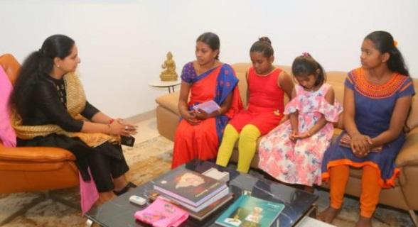 دھوکہ دہی کا شار ہوئے رامچندر موہن کے افراد خاندان سے کویتا کی ملاقات