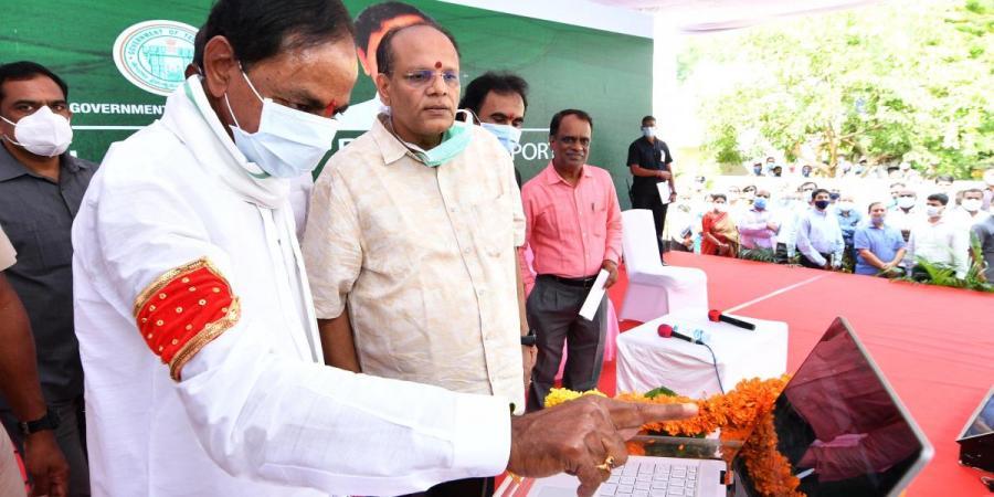 """تلنگانہ کے وزیراعلی نے ضلع جنگاوں میں پہلی """"رعیتو ویدیکا"""" کا افتتاح کیا"""