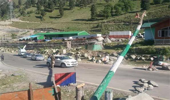 چین – بھارت کشیدگی کے باوجود سری نگر – لیہہ قومی شاہراہ پر ٹریفک جاری