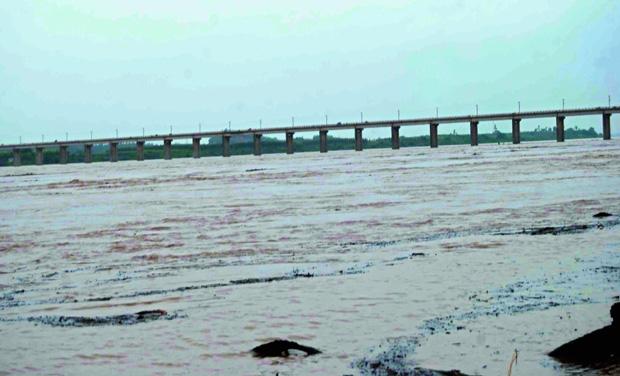 تلنگانہ کے بھدراچلم کے قریب دریائے گوداوری کی سطح میں اضافہ
