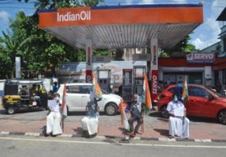 پٹرول کی قیمتوں میں اضافہ کیخلاف کرناٹک کانگریس کا ریاست گیر احتجاج
