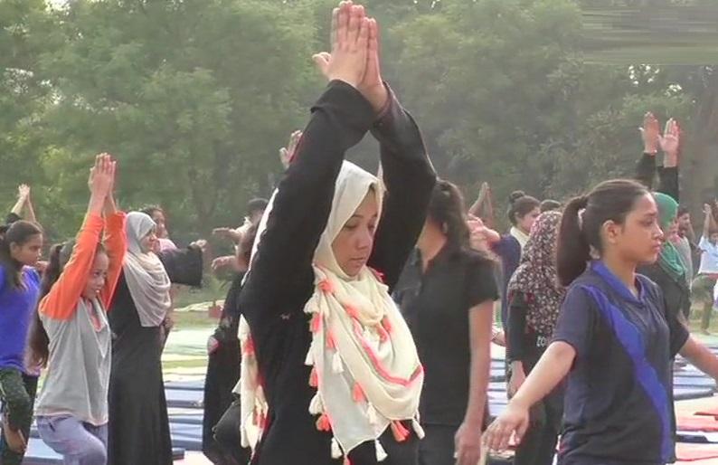 علی گڑھ مسلم یونیورسٹی میں یوم یوگا کی تیاری