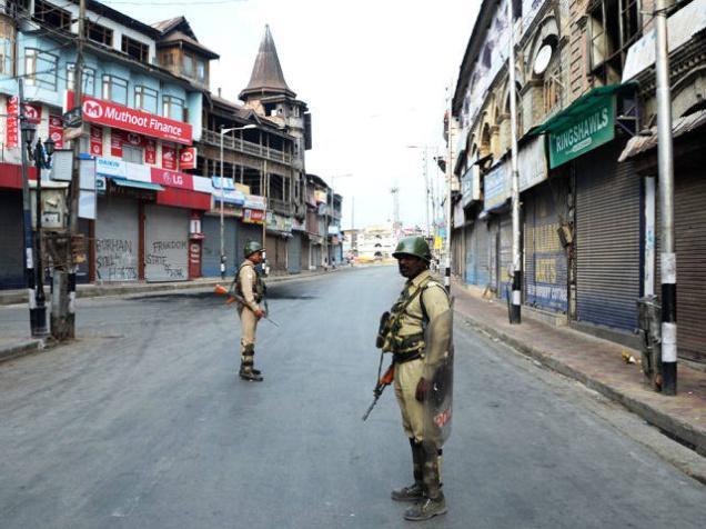 کشمیر میں کرفیو تو 70 برس سے جاری ہے