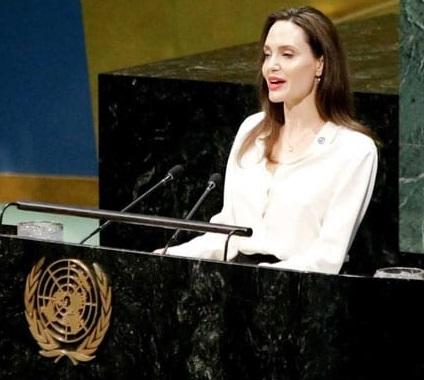 انجلینا جولی کا امن مذاکرات میں افغان خواتین کو شامل کرنے کا مطالبہ